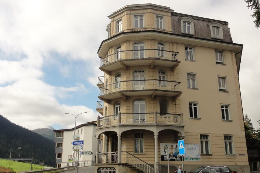 Miete: interessante Dachwohnung an zentraler Lage